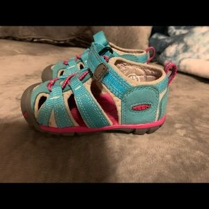 Sz 6 toddler water shoes